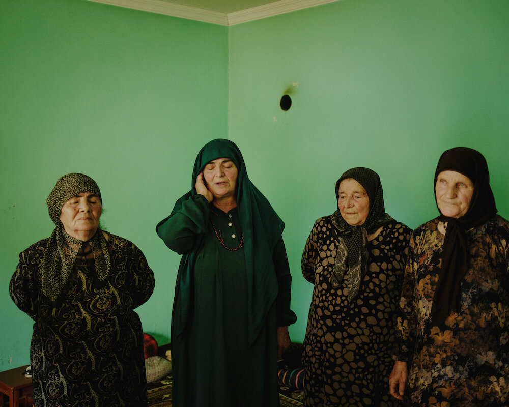 Women sing at a zikr ceremony.
